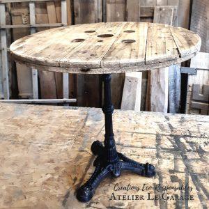 Table ronde bois et fonte photo 1 30'' de haut et 32 large 245$ pas de livraison