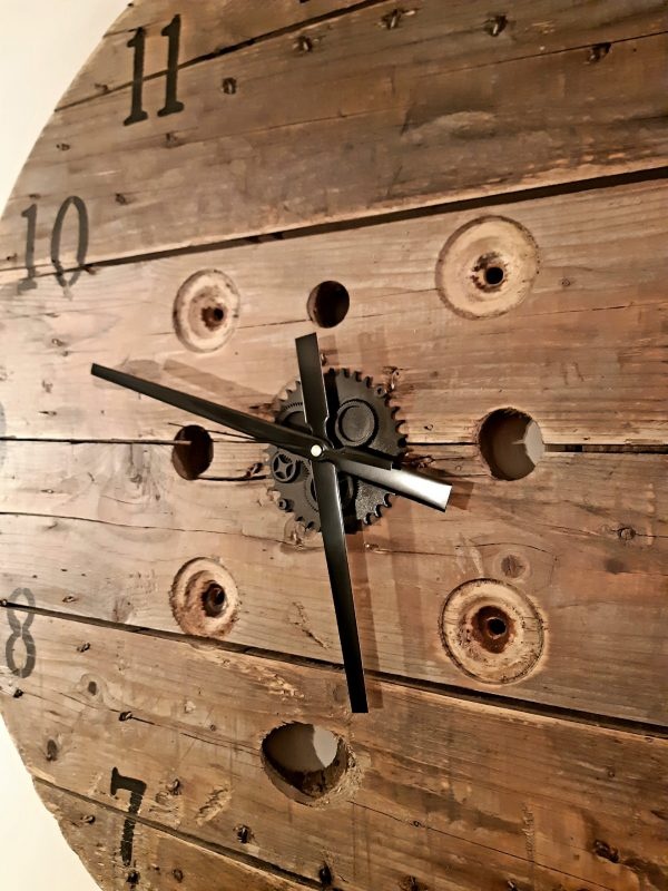 Horloge bobine recyclée