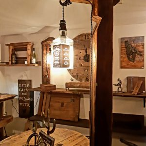 Lampadaire Jack Daniel's 74 '' de haut Poutre ancestrale 425$ 1 dispo livraison non dispo