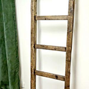 Échelle porte serviette bois centenaire 149,95$ pas de livraison 18'' x 72'' photo 1 ( photo 2 c'est la salle de bain complète )