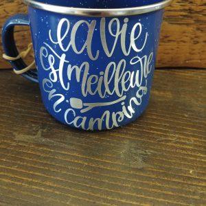 Jolie tasse bleu à thématique camping!
