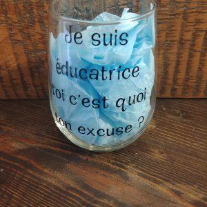 Verre de vin avec citation - Je suis éducatrice, et toi c'est quoi ton excuse?