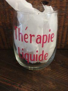 Verre de vin avec citation - Thérapie Liquide