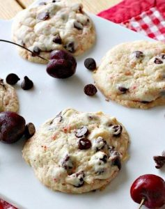 Préparation biscuits cerises et brisures de chocolat noir