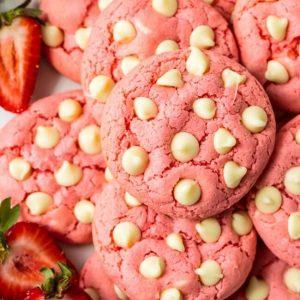 préparations de biscuits aux fraises et chocolat blanc
